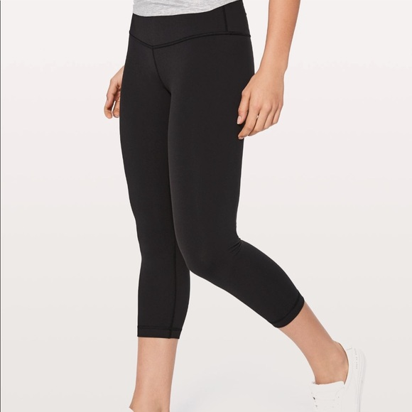 b33737e3a1161 lululemon athletica Pants - Lululemon Wunder Under Low Rise Crop Leggings